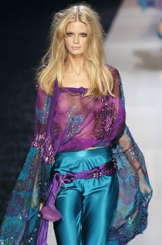 Emanuel Ungaro at Paris Fashion Week Spring 2005 - StyleBistro Paris Fashion, Color Mixing, Runway, Bell Sleeve Top, Spring, Photos, Pictures, Crochet, Tops