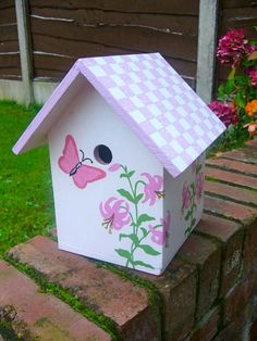 Bird Houses Painted, Decorative Bird Houses, Bird Houses Diy, Painted Boxes, Birdhouse Craft, Birdhouse Designs, Birdhouses, Ladybug House, Bird House Feeder