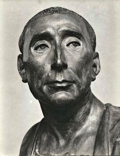 Camille Claudel, Baroque Fashion, Gustav Klimt, Ancient Art, Old Pictures, Love Art, Sculpture Art, Renaissance, Sculpting