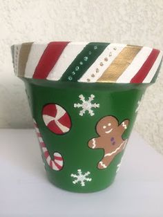 Clay Pot Projects, Clay Pot Crafts, Holiday Crafts, Christmas Clay, Christmas Items, Christmas Projects, Flower Pot Art, Flower Pot Crafts, Painted Clay Pots