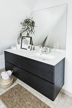 1000 ideas about floating bathroom vanities on pinterest bathroom vanities vanities and bathroom. Black Bedroom Furniture Sets. Home Design Ideas