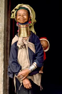 mother with baby by Steve McCurry - Loikaw, Myanmar-Burma #InspiredTraveller #travel