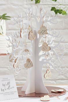 Wooden wish tree as alternative guest book! Great as a wedding guest book. ||| Deze houten wensboom is een super leuk alternatief gastenboek voor je bruiloft!