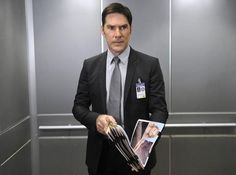 Surprising ending to what happened to Aaron Hotchner, and who got his job on 'Criminal Minds.'  http://us.blastingnews.com/showbiz-tv/2016/11/criminal-minds-reveals-what-happened-to-thomas-gibson-s-character-001266751.html
