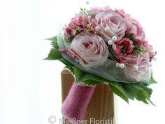 Hier ist ein Brautsrauß aus Seidenblumen in romantischen rosa gehalten http://de.dawanda.com/product/84820979-brautstrauss-fuer-die-ewigkeit-traum-in-rosa