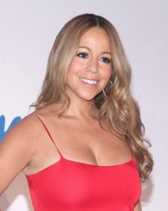Mariah Carey rocks loose curls, center part