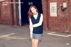 YG Entertainment drops gorgeous photos of new girl group member! Kpop Girl Groups, Korean Girl Groups, Kpop Girls, Jenny Kim, Jennie Kim Blackpink, Yg Entertainment, New Girl, Blackpink Debut, Hip Hop