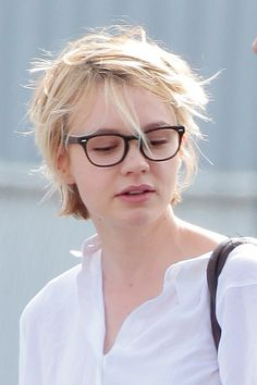 Carey Mulligan - what a cute pixie crop looks like without a stylist's help. Modern Hairstyles, Short Hairstyles For Women, Messy Hairstyles, Japanese Hairstyles, Asian Hairstyles, Hairstyle Short, Chelsea Kane, Brittany Daniel, Sarah Harding