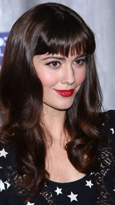 Mary Elizabeth Winstead with beautiful red lips Mobile Wallpaper 23364