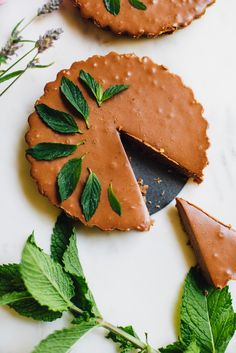 miracle vegan mint chocolate mousse tarts that whip up in 20 minutes! recipe + video tutorial via willfrolicforfood.com
