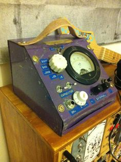 Drone Noise Synth with Vintage Case