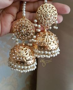 Showcasing the best of Indian jewelry designs. by AdaaJewels Indian Jewelry Earrings, Indian Jewelry Sets, Jewelry Design Earrings, Gold Earrings Designs, Jewlery, Pakistani Bridal Jewelry, Bridal Party Jewelry, Indian Wedding Jewelry, Indian Bridal