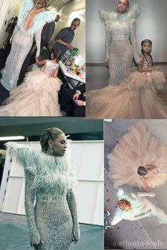 Beyonce Looks at VMAS blue Ivy