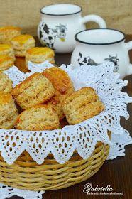 Gabriella kalandjai a konyhában :): Réteges tepertős pogácsa Scones, Biscuits, Recipies, Food And Drink, Bread, Vegetables, Cooking, Cake, Beagle