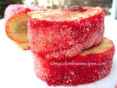 Rollo Rojo de Guayaba or Liberales is a classic traditional Colombian roll cake. It is basically a sponge cake filled with guava jam. Colombian Desserts, Colombian Dishes, My Colombian Recipes, Colombian Cuisine, Hispanic Desserts, Filipino Desserts, Cuban Recipes, Plats Latinos, Guava Recipes