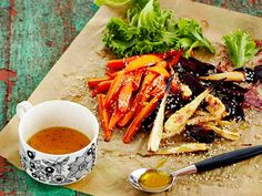 Paahdettu juuressalaatti sopii mainiosti liharuokien kylkeen. Ramen, Healthy Recipes, Healthy Food, Side Dishes, Salads, Vegetarian, Ethnic Recipes, Healthy Nutrition, Side Plates