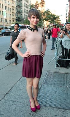 Sami Gayle Knit Top - Sami Gayle charmed in a retro-chic pink knit top during the premiere of 'Total Recall. Girly Girl Outfits, Simple Outfits, Classy Outfits, Cute Outfits, Sami Gayle, Teenage Boy Fashion, Boyish Girl, Transgender Girls, Androgynous Fashion