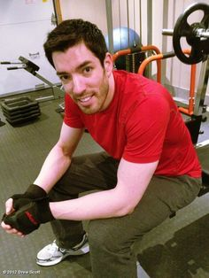 Drew posing & working out in the gym! He's so strong & I love his biceps,abs & muscles! He's the strongest bro out of Jonathan & JD! #strongman #impressive #buff #hunk #sexy #MrDrewScott @MrDrewScott #JonathanSilver @MrSilverScott @MrJDScott