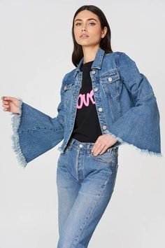 The Trumpet Sleeve Denim Jacket by Glamorous features trumpet sleeves with raw edges, a raw edged bottom hem, flap pockets, and buttons down the front. Denim Jacket Fashion, Denim Outfit, Estilo Jeans, Looks Jeans, Estilo Hippie, Mode Jeans, Denim Ideas, Recycled Denim, Fashion Project
