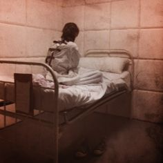 Psych Ward - padded walls & confined in a straight jacket Mental Asylum, Insane Asylum, Ahs Asylum, Psych Nurse, Psychiatric Hospital, Alice Madness Returns, Straight Jacket, Schizophrenia, Nurse Life