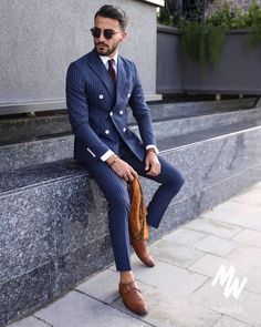 Even when your waiting you gotta look stylish. Mens Casual Suits, Mens Fashion Suits, Mens Suits, Tailored Suits, Mode Masculine, Mode Costume, Designer Suits For Men, Herren Outfit, Suit And Tie
