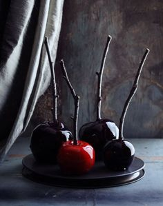 Love these creepy #candy #apples