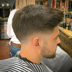 15 Awesome Types of Fades – Men's Hairstyles We're sure that you'll nod in agreement when we say that fade haircut is a phenomenon that's taken the world by storm. Everyone seems to be captivated by it! Professional Hairstyles For Men, Professional Haircut, Business Professional, Hairstyles Haircuts, Haircuts For Men, Types Of Fades, Gentleman Haircut, Low Fade Haircut, Medium Hair Styles