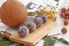 Les power balls sans gluten. Ingrédients: 110 g d'abricots secs. 50g de noisettes. 60 g de myrtilles congelées. 60 g d'amandes crues. 30g graines de chia