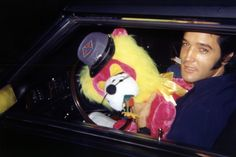 Elvis on his way for his new year party in december 31 1968 in Memphis.