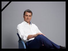 A murit Bogdan Stanoevici, fost ministru al românilor de pretutindeni Chef Jackets, Normcore, Victoria, News, Style, Swag, Outfits