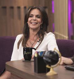Sula Miranda aposta em saia de couro no 'Programa do Porchat'
