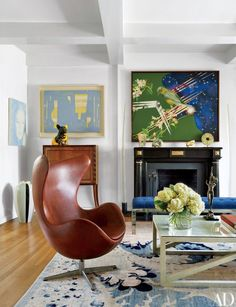 Jay McInerney's Eccentric New York Penthouse Love the Egg Chair. Jay McInerney and Anne Hearst's Manhattan Home : Architectural DigestLove the Egg Chair. Jay McInerney and Anne Hearst's Manhattan Home : Architectural Digest Mid Century Modern Living Room, Living Room Modern, Living Rooms, Architectural Digest, New York Penthouse, Manhattan Penthouse, Parisian Decor, Parisian Style, Ideas