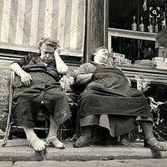 Sleeping women in front of a shop, Zwanengang, Antwerp, Belgium, 1949 - by Henk Jonker - Dutch Vintage Pictures, Old Pictures, Old Photos, Funny Pictures, White Photography, Street Photography, Fotografia Social, Sleeping Women, Old Folks
