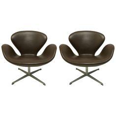 Pair of Arne Jacobsen Swan Chairs for Fritz Hansen, 1973