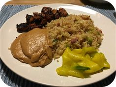 Op dit eetdagboek kookblog : Nasi Keboeli met Kipsaté en Zoetzure Komkommer - Vandaag had ik een dag vrij. Tijd om wat te brutselen in de keuken. Het werd Indonesisch, gewoon nasi keboeli. Iets wat ik op werkdagen ook wel vaak maak,