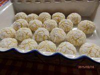 Popraskané citronové: 240 g hladké mouky,100 g strouhaného kokosu,120 g cukru(v původním receptu je 150 g,ale i při těch 120-ti je to docela sladké),1 lžička prášku do pečiva,2 vejce,60 g změklého másla,strouhaná kůra a šťáva z půl citronu...