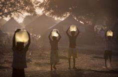 Awerial County, Zuid-Sudan. Ruim een half miljoen mensen in Zuid-Sudan zijn op de vlucht geslagen voor geweld tussen militaire groepen. Oxfam verleent noodhulp en roept de strijdende partijen op het geweld te staken. Lees meer: http://www.oxfamnovib.nl/uitgelicht-Zuid-Sudan.html