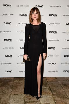 Dakota Johnson en total black | Galería de fotos 30 de 76 | VOGUE