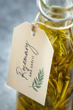 Super easy DIY infused Oils with FREE printable gift labels! Perfect Christmas Gifts, Christmas Treats, Homemade Gifts, Diy Gifts, Infused Oils, Gift Labels, Food Gifts, Holiday Recipes, Christmas Recipes