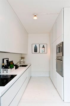 29 Awesome Galley Kitchen Remodel Ideas (A Guide to Makeover Your Kitchen) Galley Kitchen Remodel Ideas - A galley kitchen is a household kitchen design which consists of two parallel runs of units. Narrow Kitchen, New Kitchen, Kitchen Decor, Kitchen White, Kitchen Ideas, Kitchen Modern, Kitchen Mat, Glossy Kitchen, Small White Kitchens