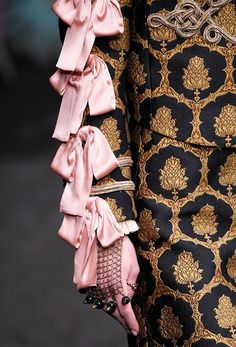 Gucci Fashion Show  more details WOMEN'S ACCESSORIES http://amzn.to/2kZf4gO