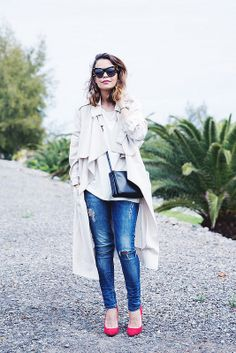 Trench-Ripped_Jeans-Red_Shoes-Celine_trio_Bag-street_Style-outfit-12