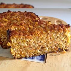 Torta de calabaza y zanahoria - 1 taza de calabaza 2 taza de zanahoria rallada 1/2 taza harina de almendra 1/2 taza de coco deshidratado 2 huevos 1/3 taza de leche Canela Edulcorante Ralladura de limón Nuez moscada Vainilla