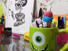 porta-lápis caneca Monsters, Inc.
