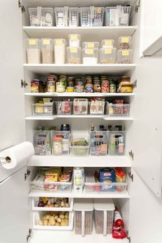 Creative Space Saving Kitchen Pantry Ideas – Home Decor Ideas Kitchen Pantry Cupboard, Kitchen Cupboard Organization, Kitchen Pantry Design, Kitchen Organization Pantry, Home Organisation, Pantry Storage, Kitchen Cupboards, Kitchen Storage, Pantry Ideas