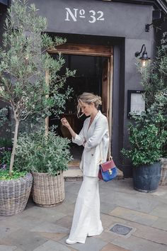 Sustainable fashion blogger Tess Montgomery - If you are staring into your closet and wondering what to keep and what to get rid off. Here are 5 simple rules that will help you find your timeless style.