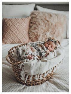 Baby Bikini, Newborn Shoot, Baby Girl Newborn, Baby Girl Poses, Baby Girl Photography, Family Photography, People Photography, Photography Outfits, Pregnancy Photography
