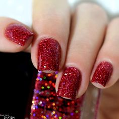 Get ready to explore nail colors and designs that are trendy this season. Following trends has never been easier! We did all the hard work and created a photo gallery featuring fresh nail designs to save your time and effort and inspire you. And do not worry, here you can find nail designs not only for long but also for shorter nails. We thought about it all! #trendycolors #trendynailcolors #nailcolors #naildesigns