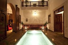 Riad Les Bougainvilliers Marrakech Riad Les Bougainvilliers is located a 2-minute walk from Jamaâ el Fna Square and the souks. It offers a rooftop terrace with views of the Medina and 2 patios, one with a plunge pool and one with a fountain.