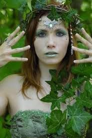 Nymph make-up. the crown, the tiara, and the hairpiece addition. Nymph make-up. the crown, the tiara, and the hairpiece addition. Nymph Costume, Tree Costume, Elf Costume, Fairy Costume Makeup, Costume Ideas, Mother Nature Costume Halloween, Halloween Fancy Dress, Maquillage Halloween, Halloween Makeup